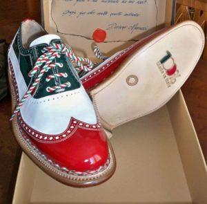 Le scarpe dedicate al 150∞ dellUnita' dItalia, donate dalla Regione Marche al presidente della Repubblica per la sua visita del 25 aprile, in una foto diffusa il 19 aprile 2012. ANSA / REGIONE MARCHE ++HO - NO SALES EDITORIAL USE ONLY++